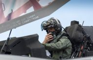 İngiliz uçak gemisinde yere düşen pilot F-35 kaskına zarar verdi