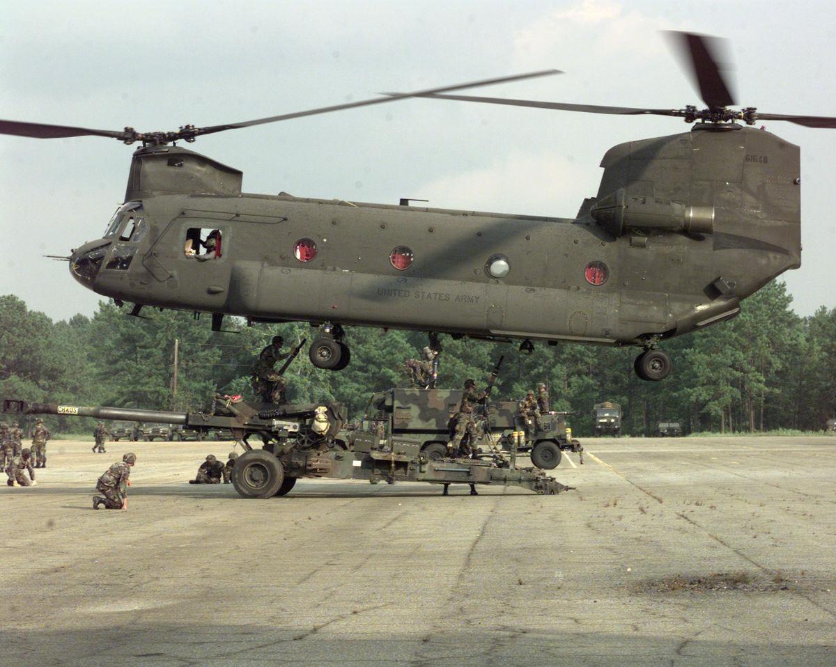 İngiltere 14 yeni Chinook helikopteri satın aldı