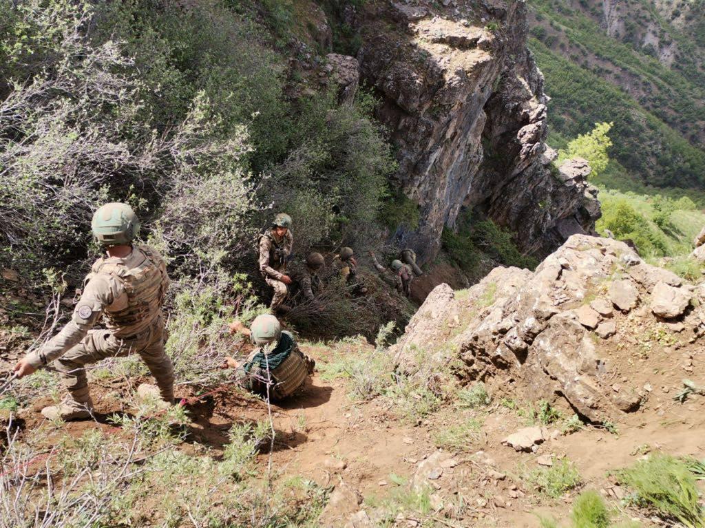Pençe-Şimşek ve Pençe-Yıldırım operasyonları Kahraman Komandolarımızın  fedakârca mücadelesiyle devam ediyor