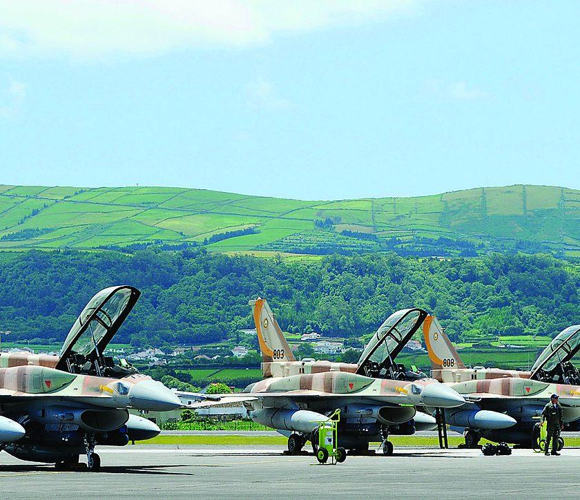 Bu görsel boş bir alt niteliğe sahip; dosya adı Israeli_air_force_F-16s-840x724.jpg