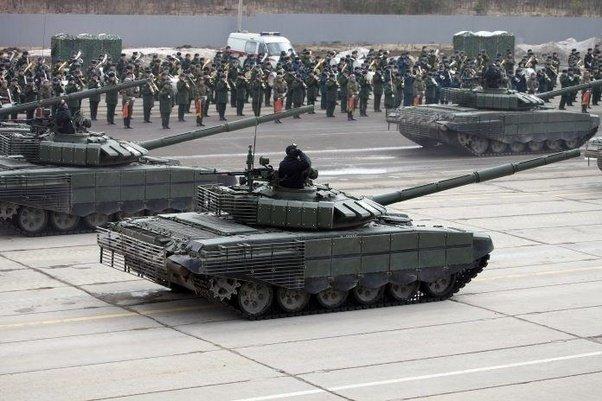 Rusya Kaliningrad'a yeni tanklar sevk etti